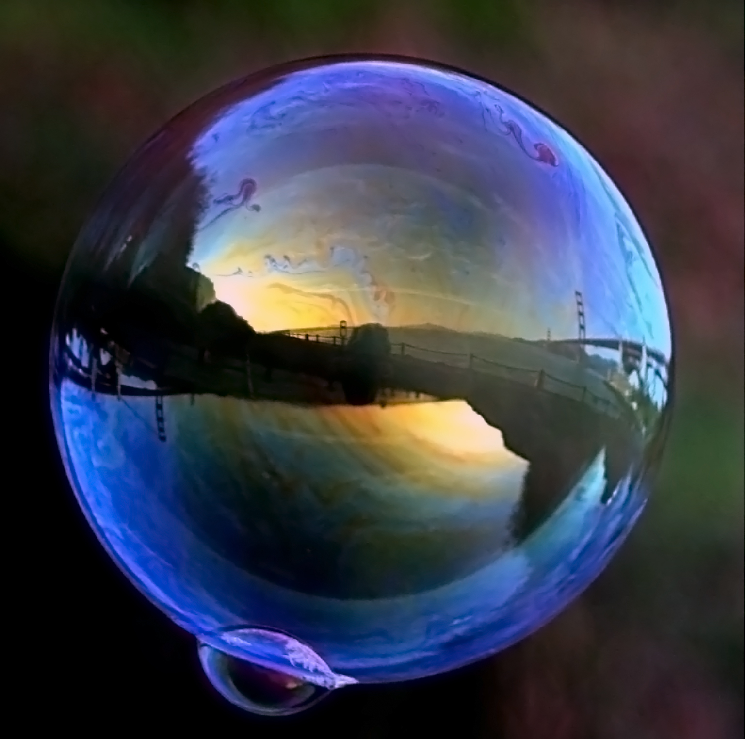 http://upload.wikimedia.org/wikipedia/commons/1/1f/Ggb_in_soap_bubble_1.jpg