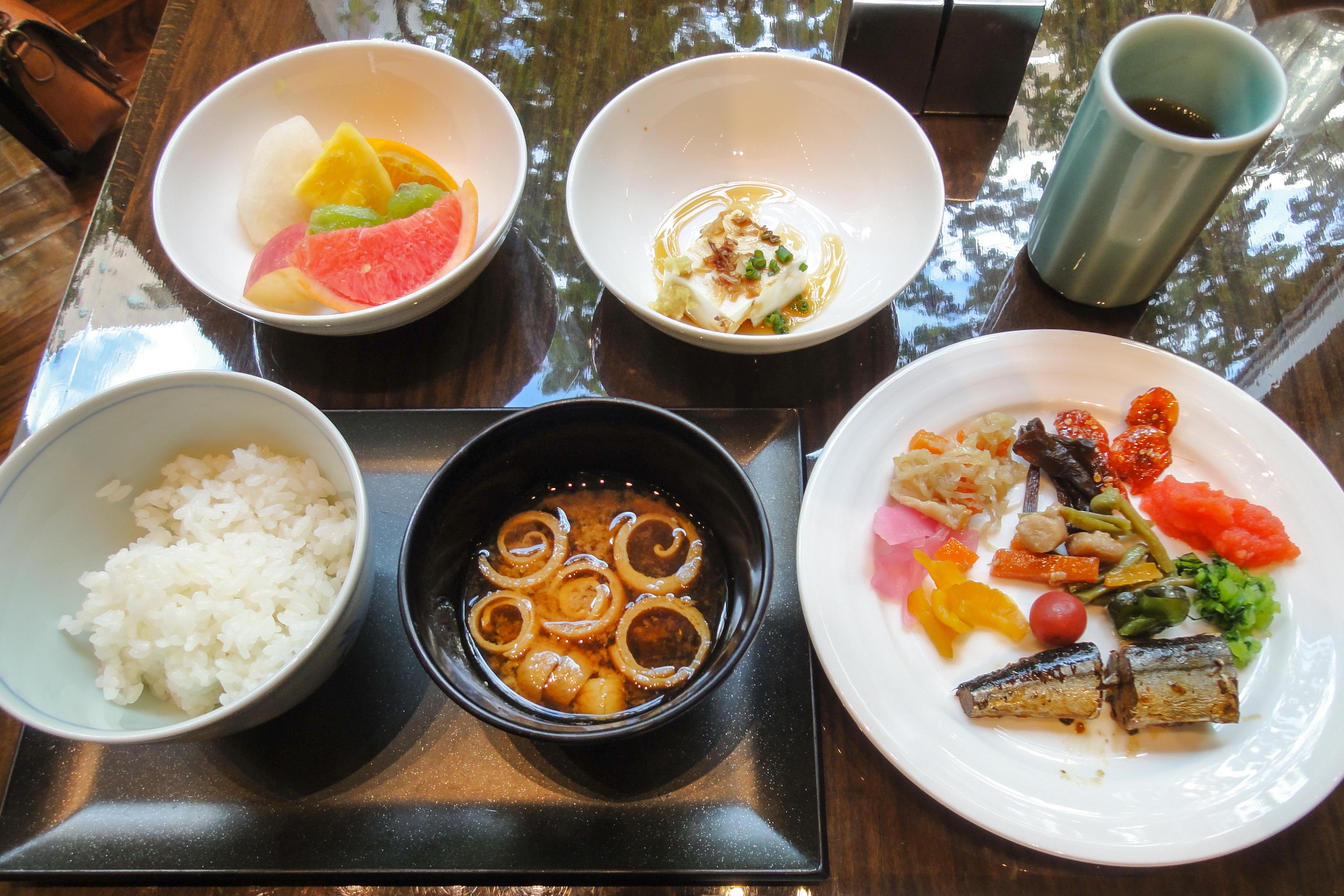 File hotel niwa tokyo breakfast buffet 20131028 for American continental cuisine