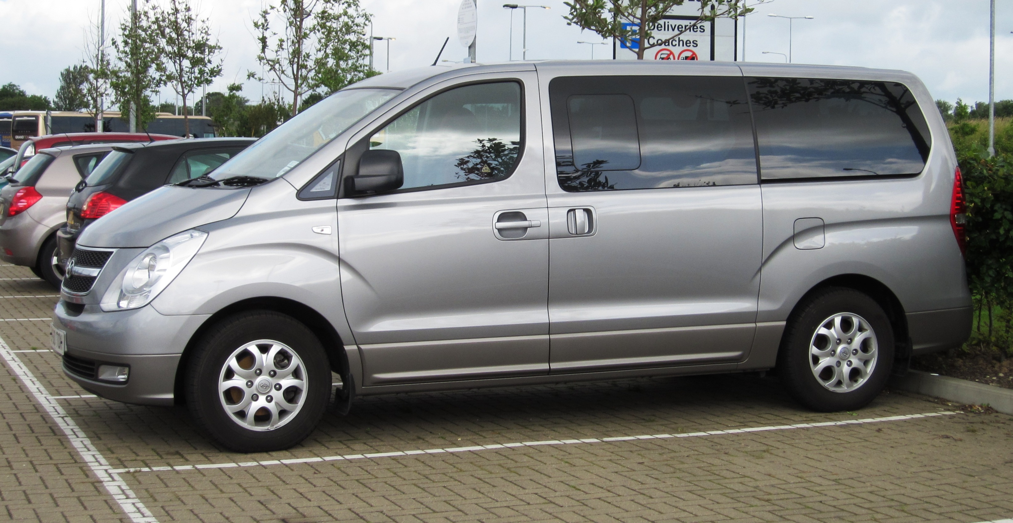 Used Toyota For Sale >> File:Hyundai Starex in Kent July 2012.JPG - Wikimedia Commons