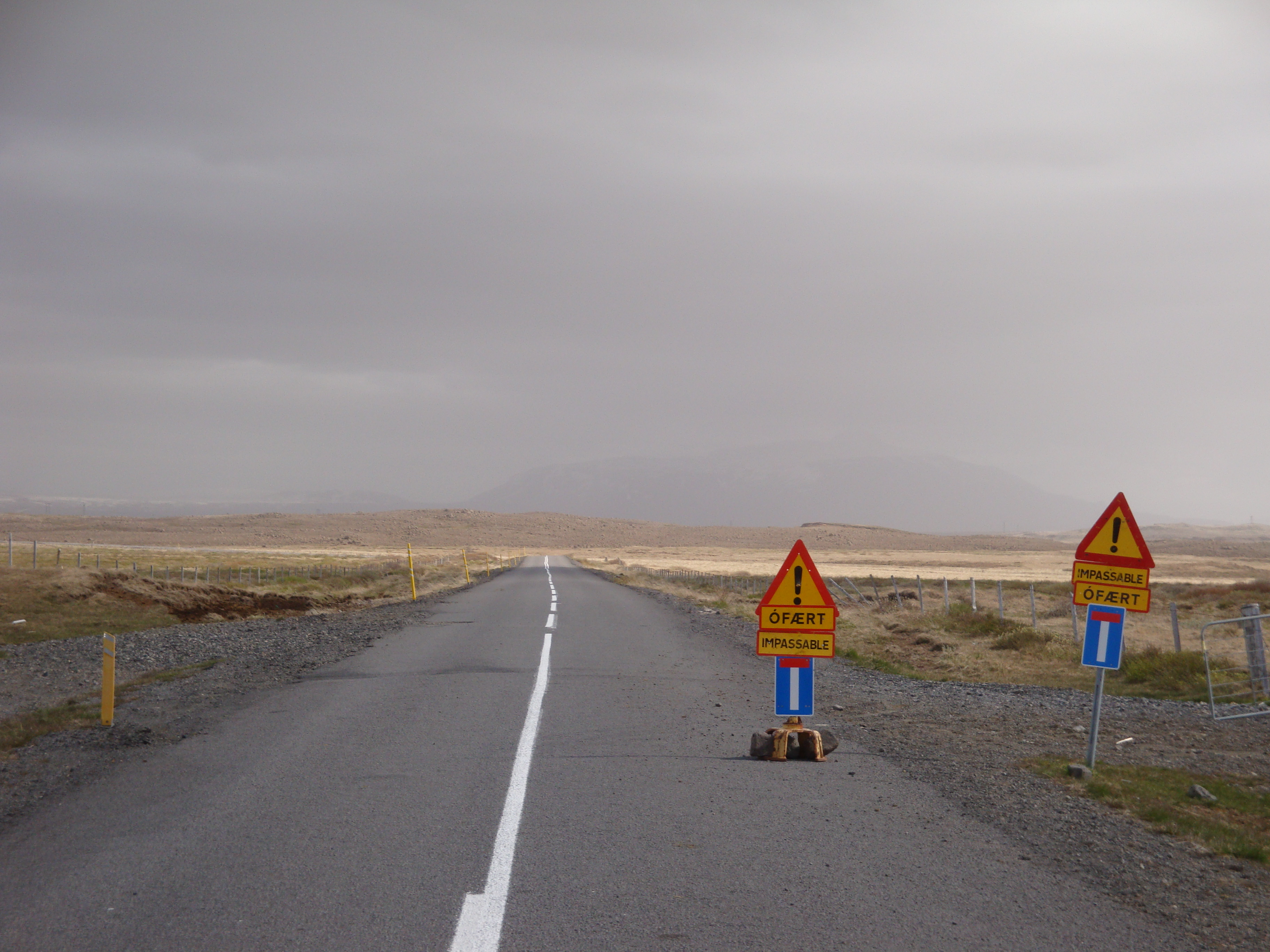 File:Iceland F35 closed for winter in june 2011.jpg - Wikimedia Commons
