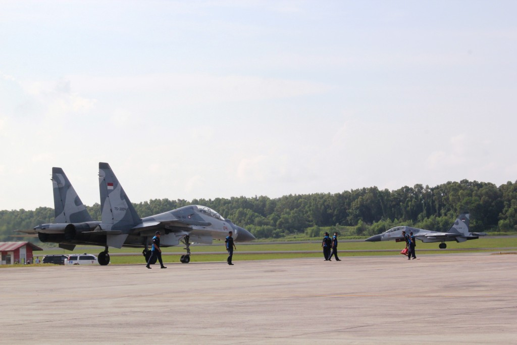 File:Indonesian Air Force Sukhoi SU-30 MK2 at Sultan Hasanuddin International Airport.jpg