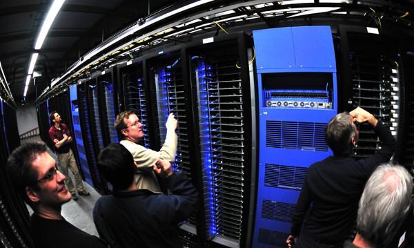 File:Intel Team Inside Facebook Data Center.jpg