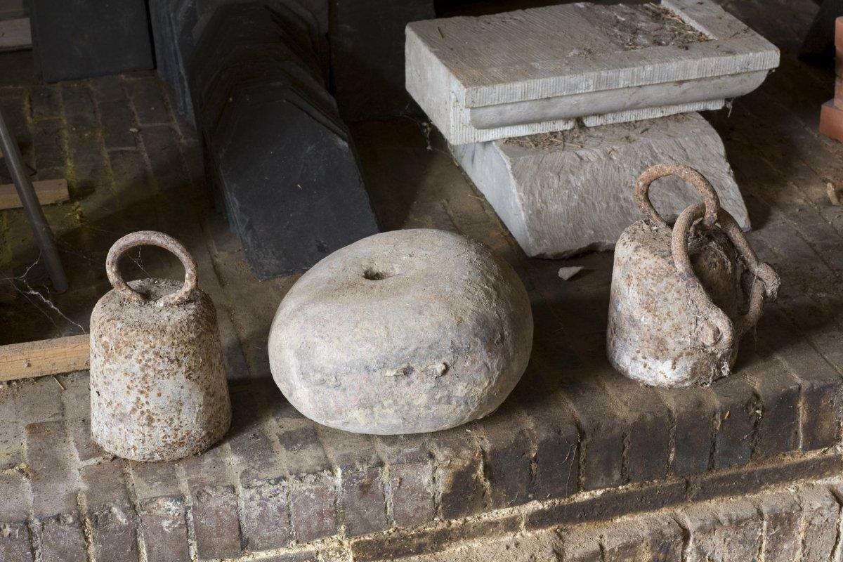Steen In Interieur : File:interieur overzicht van losse ijzeren gewichten en steen in de