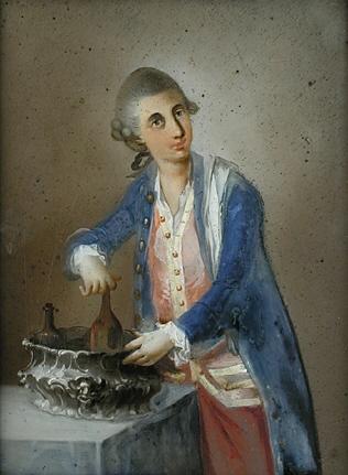 Junger Mann am Weinkühler