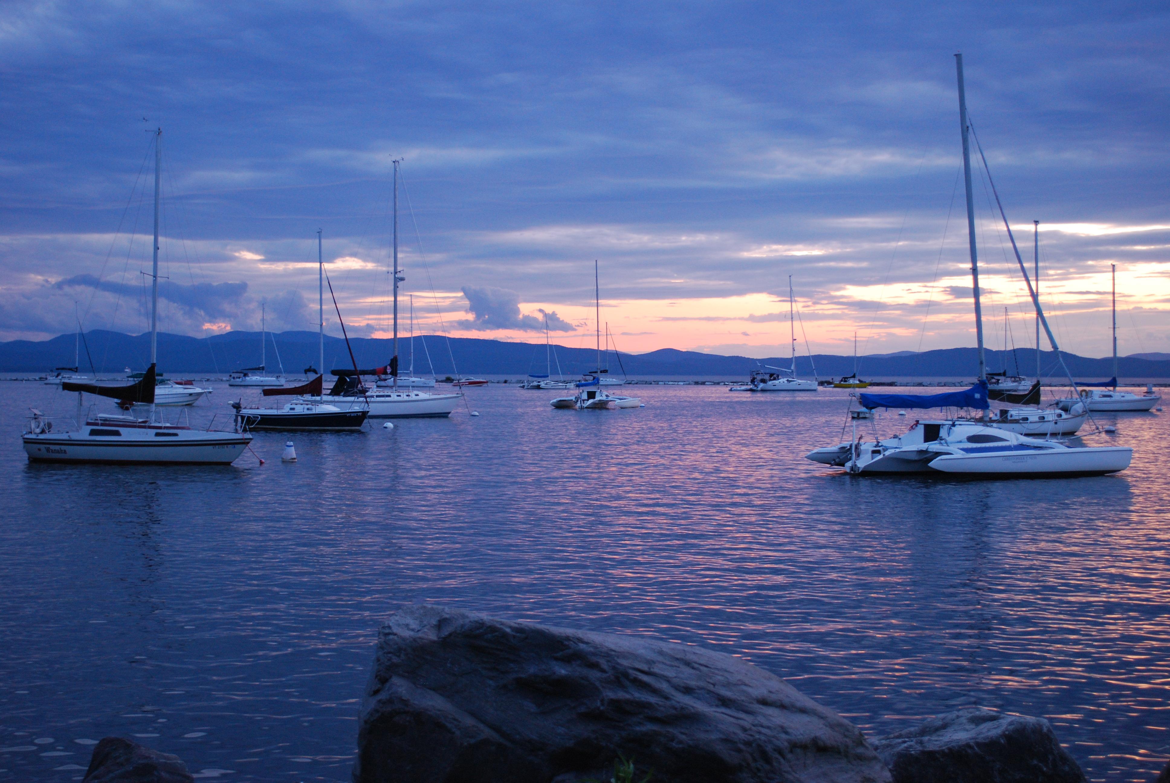 File lake champlain wikimedia commons for Vt fishing license