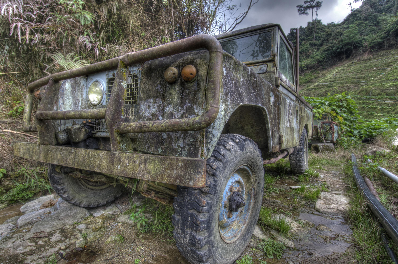 Land_Rover_%287685777642%29.jpg