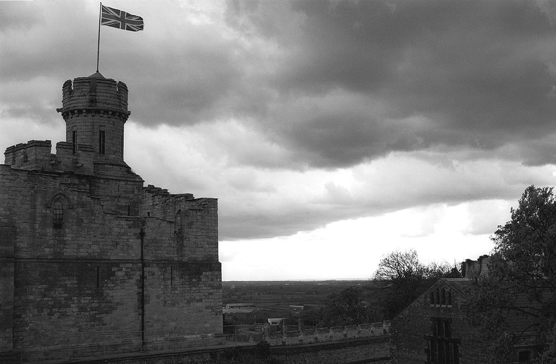 Lincoln_Castle_in_the_Gloom_-_panoramio.jpg (1100×721)