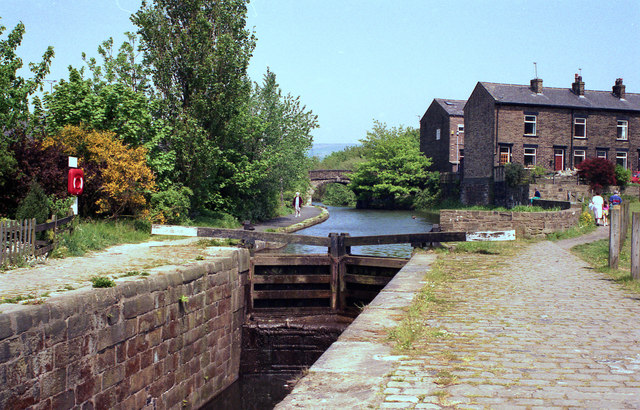Littleborough Lower Lock No 48, Rochdale Canal - geograph.org.uk - 754355