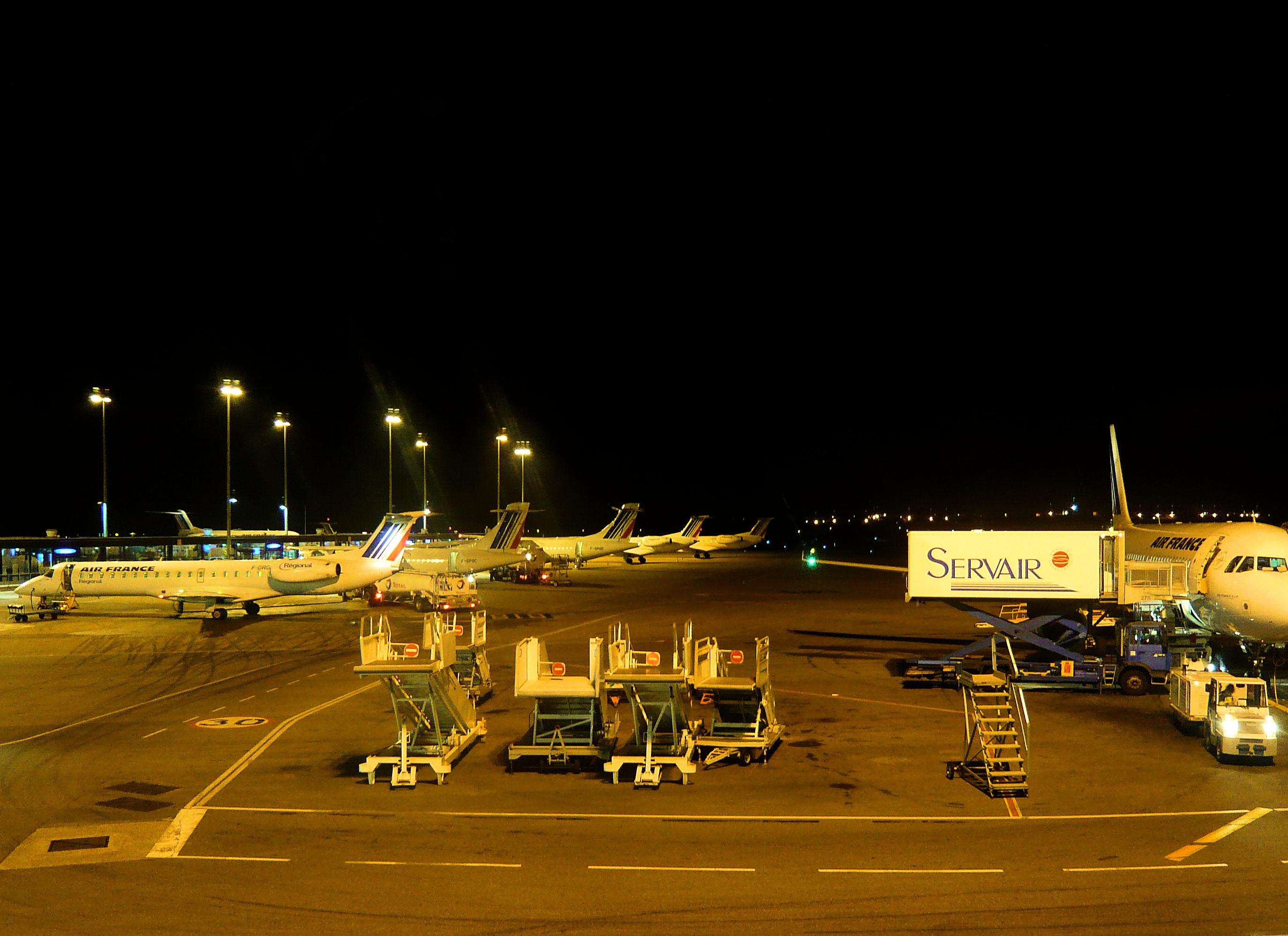 file lyon saint exupery aeroport airport jpg wikimedia. Black Bedroom Furniture Sets. Home Design Ideas