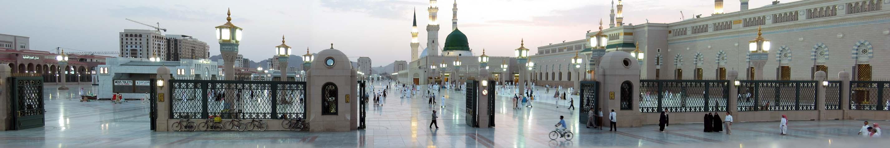 Масджид ан-Набави (Мечеть Пророка) в Медине, Саудовская Аравия, с Зелёным Куполом, построенная над могилой Мухаммеда в центре