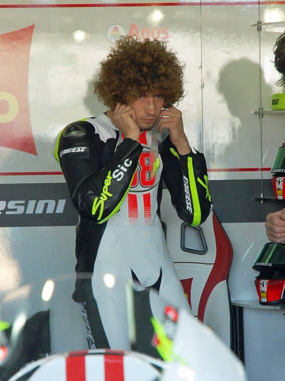 Marco Simoncelli nel 2009, durante uno dei primi test MotoGP sul circuito di Valencia