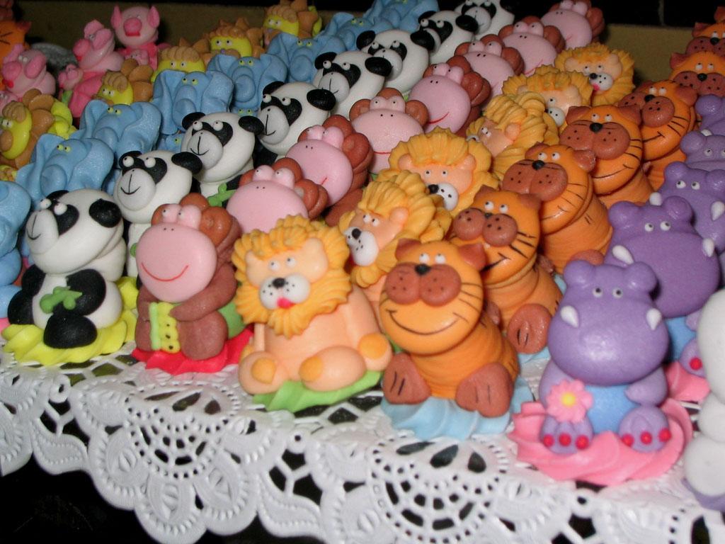 كثيرة لتزيين الكيكات التورت لاعياد الميلاد