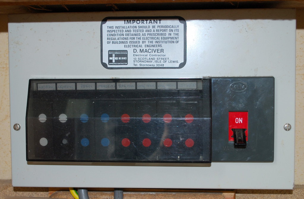 Mem_1977_cu_closed file mem 1977 cu closed jpg wikimedia commons building regulations fuse box location at reclaimingppi.co