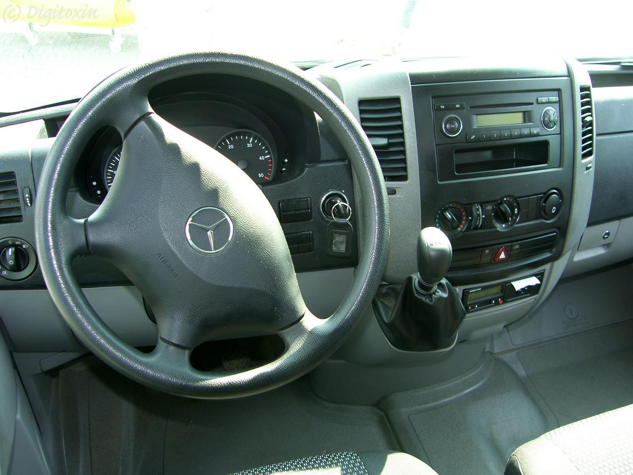 File Mercedes Benz Sprinter Cockpit Jpg Wikimedia Commons
