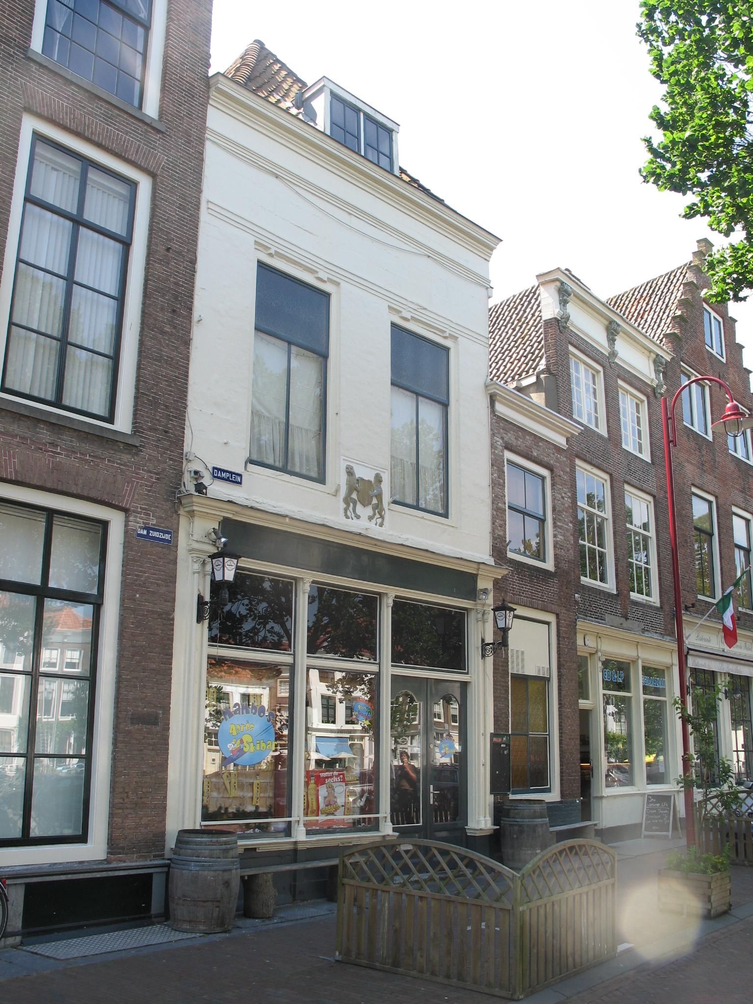 Huis met geverfde natuurstenen thans door lijst afgesloten for Lijst inrichting huis