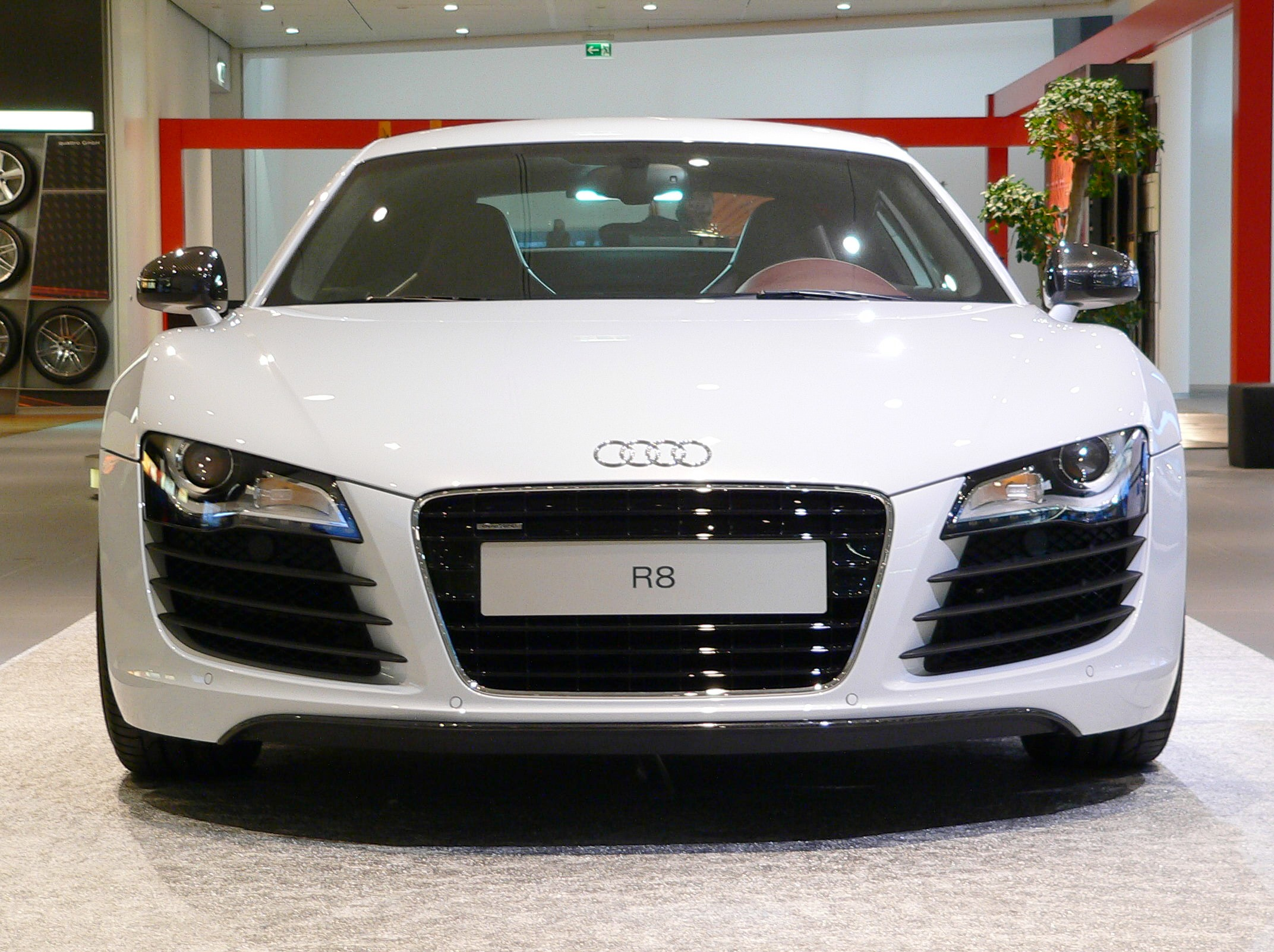 File Neckarsulm Audiforum Audi R8 Front Jpg Wikimedia Commons