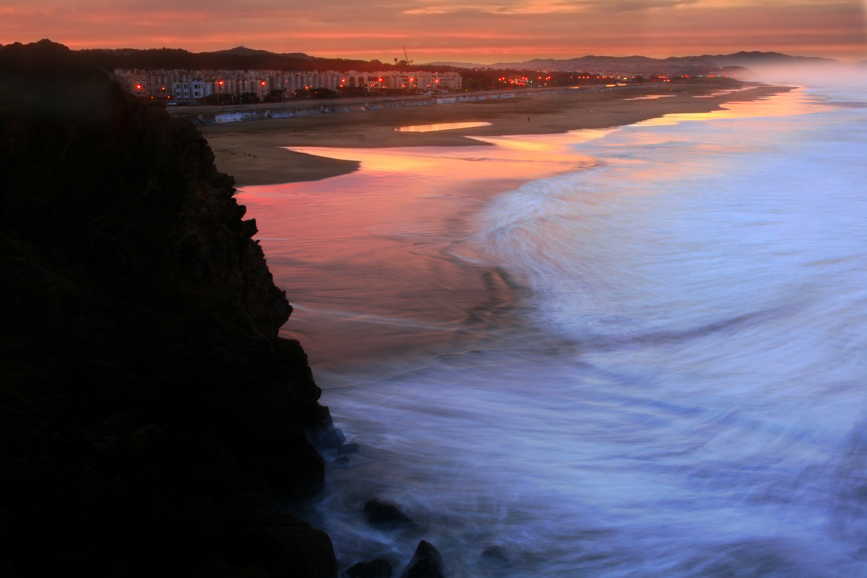 Ocean Beach in San Francisco at sunrise.jpg