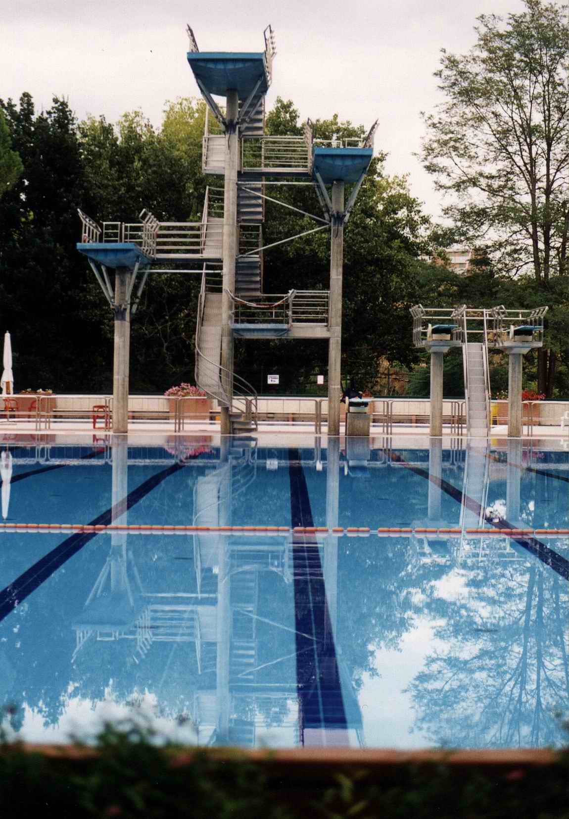 File piscina olimpia jpg wikimedia commons for Piscina olimpia siena