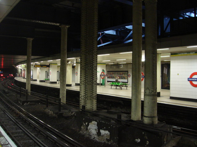 Platforms, Mansion House tube station - geograph.org.uk - 571181