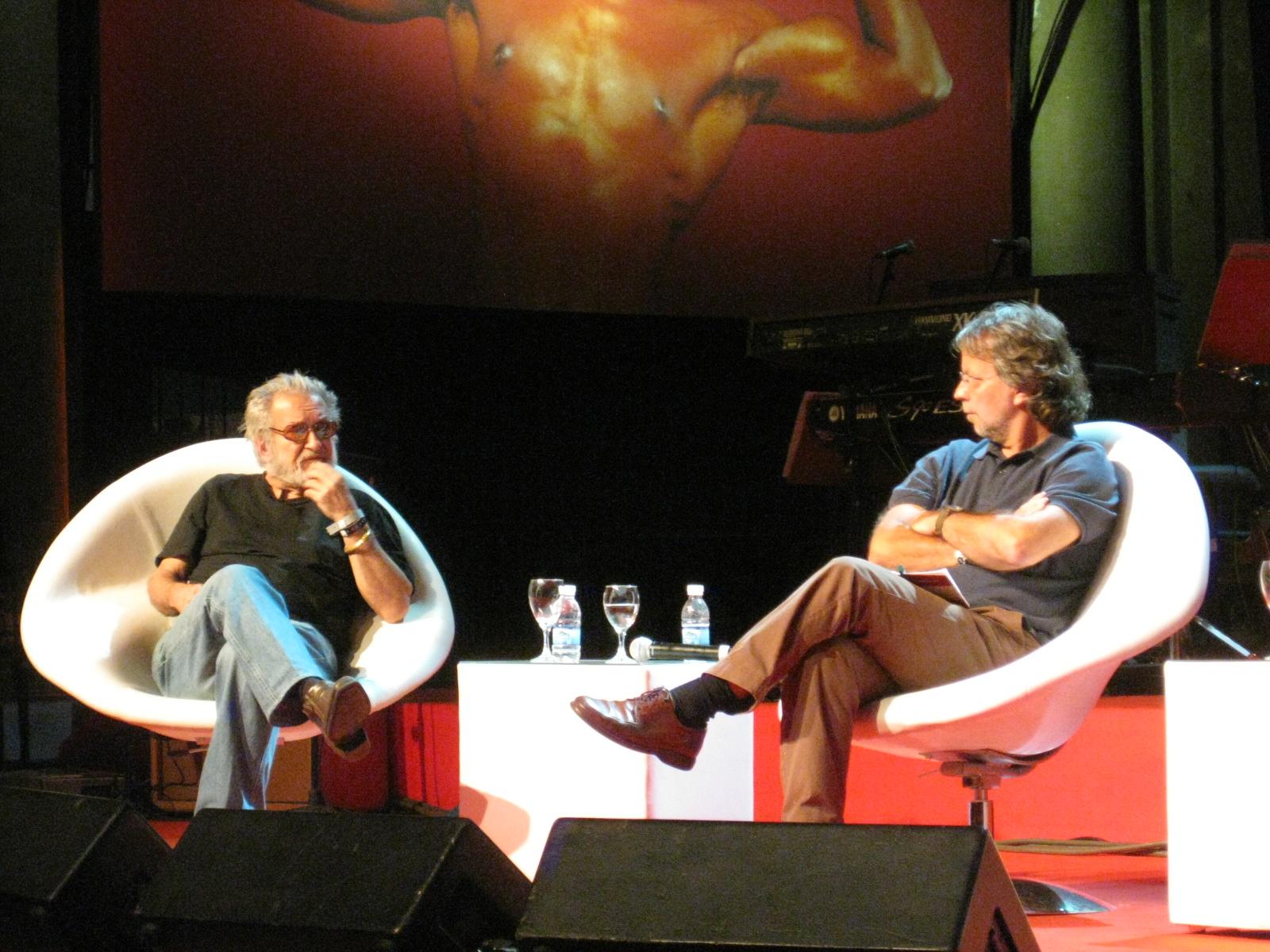 Ruy Guerra (a la izquierda) y Mia Couto (a la derecha), en 2010.