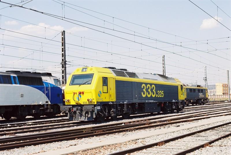 Locomotora 333.325 en Miranda de Ebro. Foto de JP Vergez-Larrouy. Wikipedia.