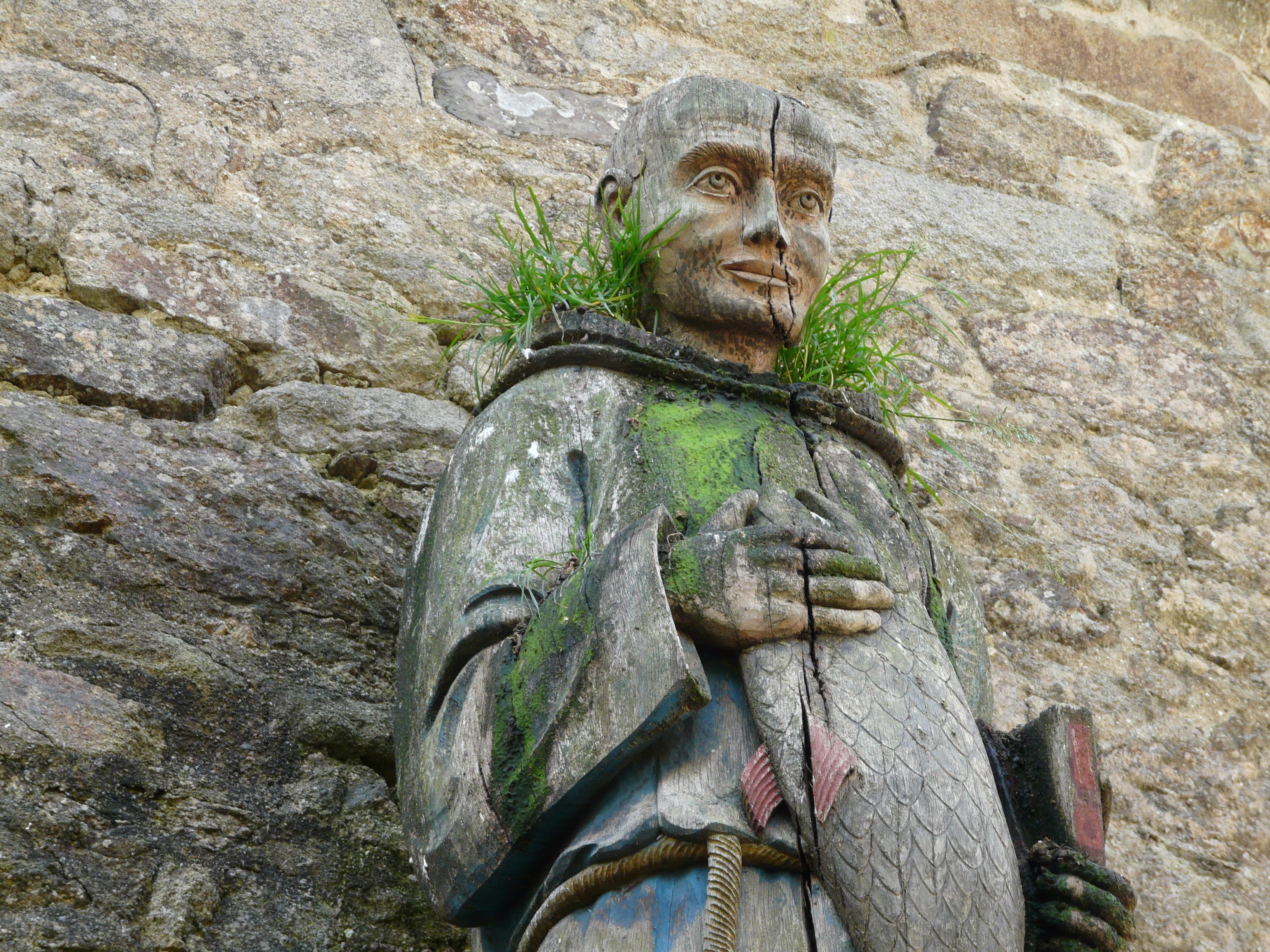 Saint_Goustan_statue.jpg