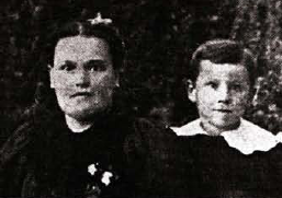 Sanders at age 7 with his mother in 1897