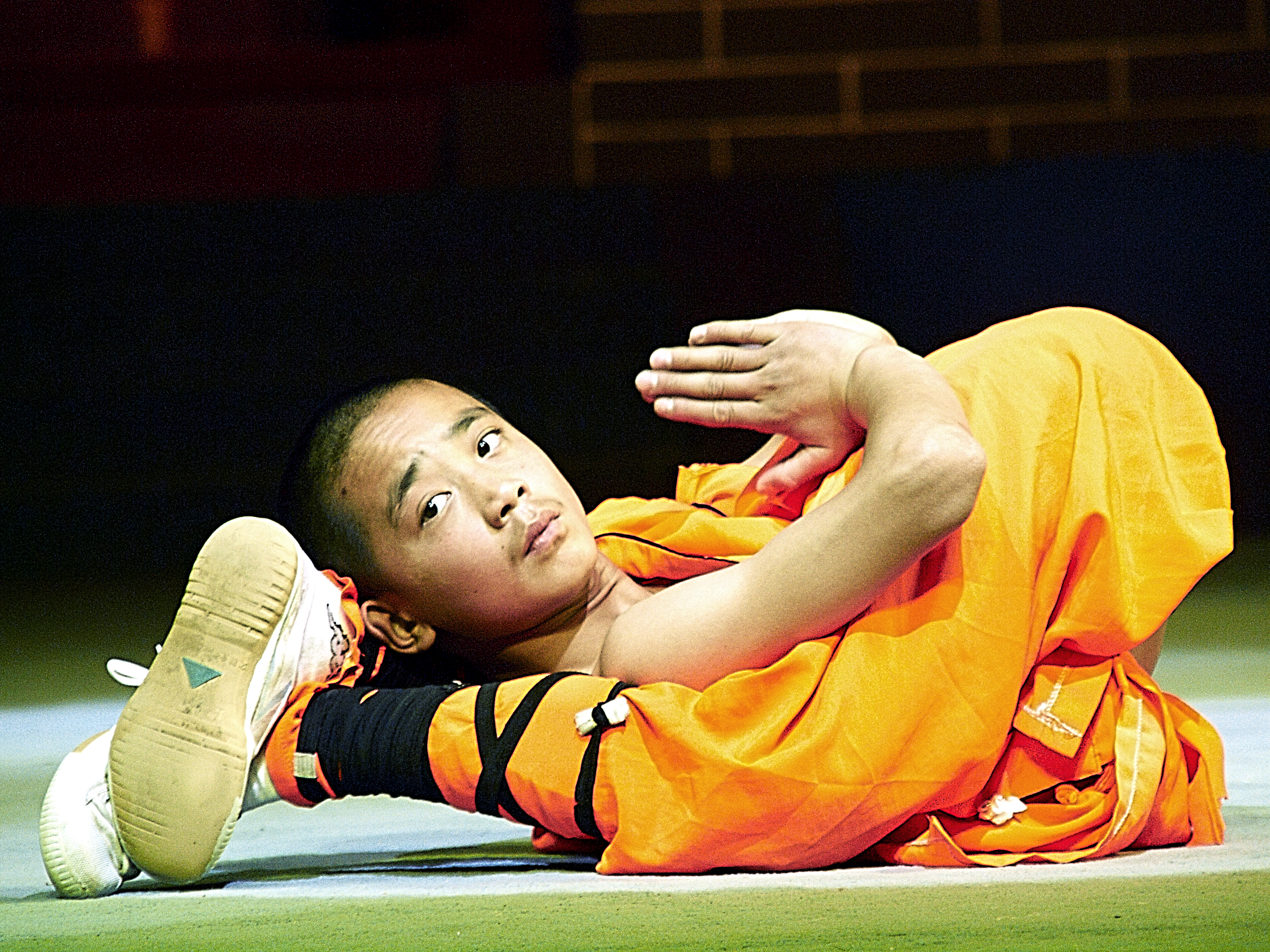 fu kung shaolin monk contortion kungfu flexibility ancient temple