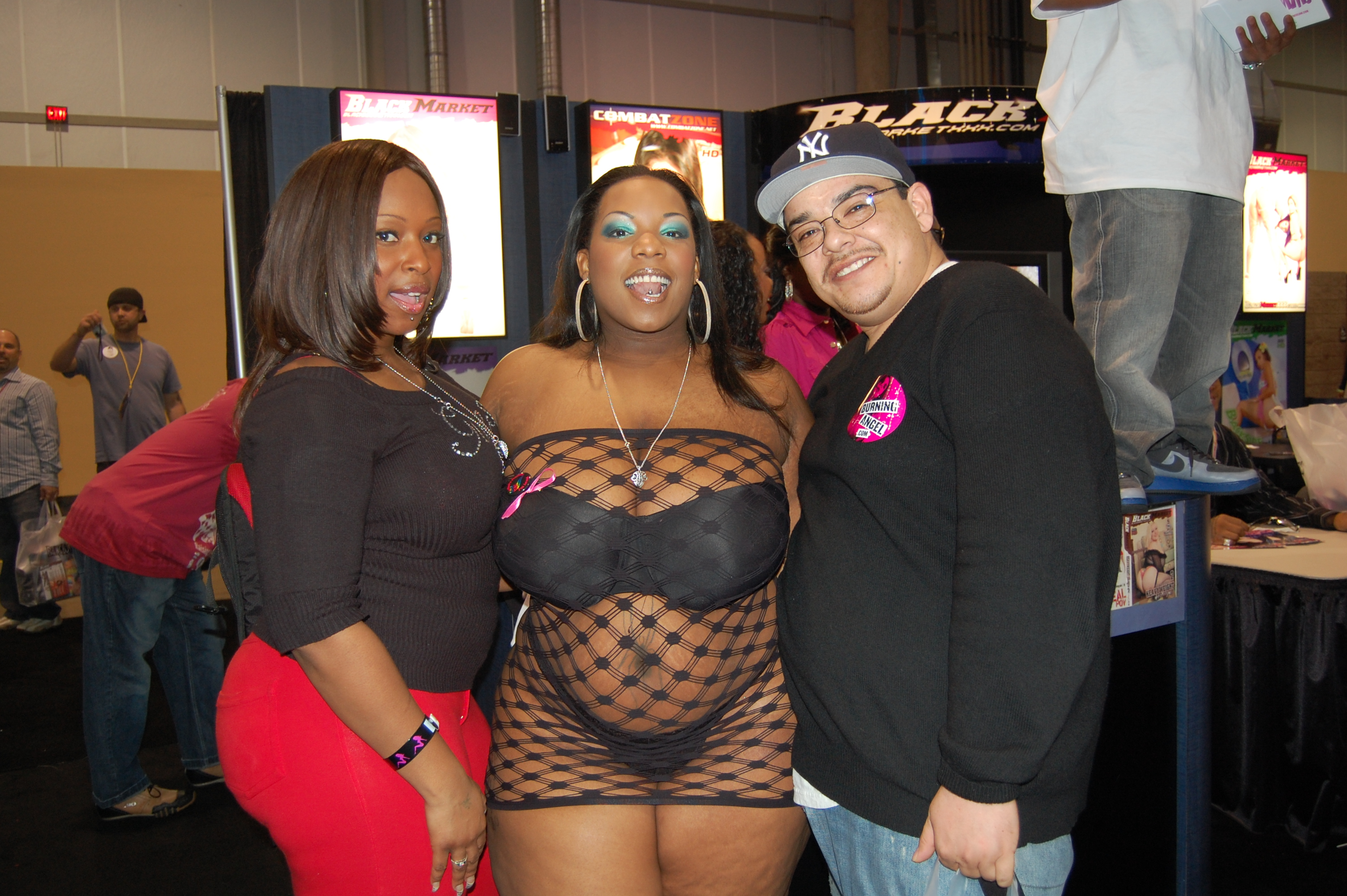 File:Skyy Black, Crystal Clear at AVN Adult Entertainment Expo 2009.jpg