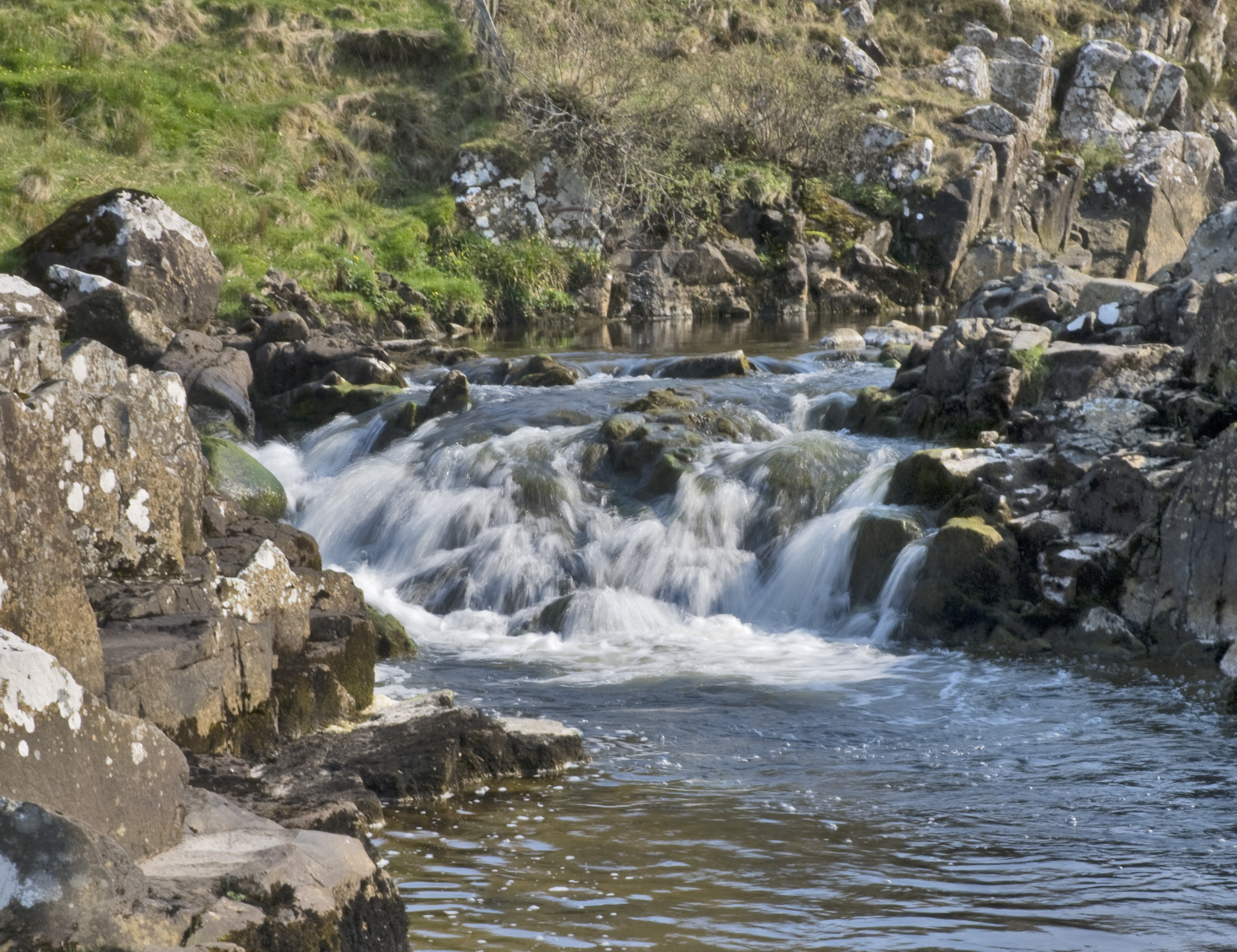 File small waterfall skye scotland 5737255449 jpg for Pictures of small waterfalls