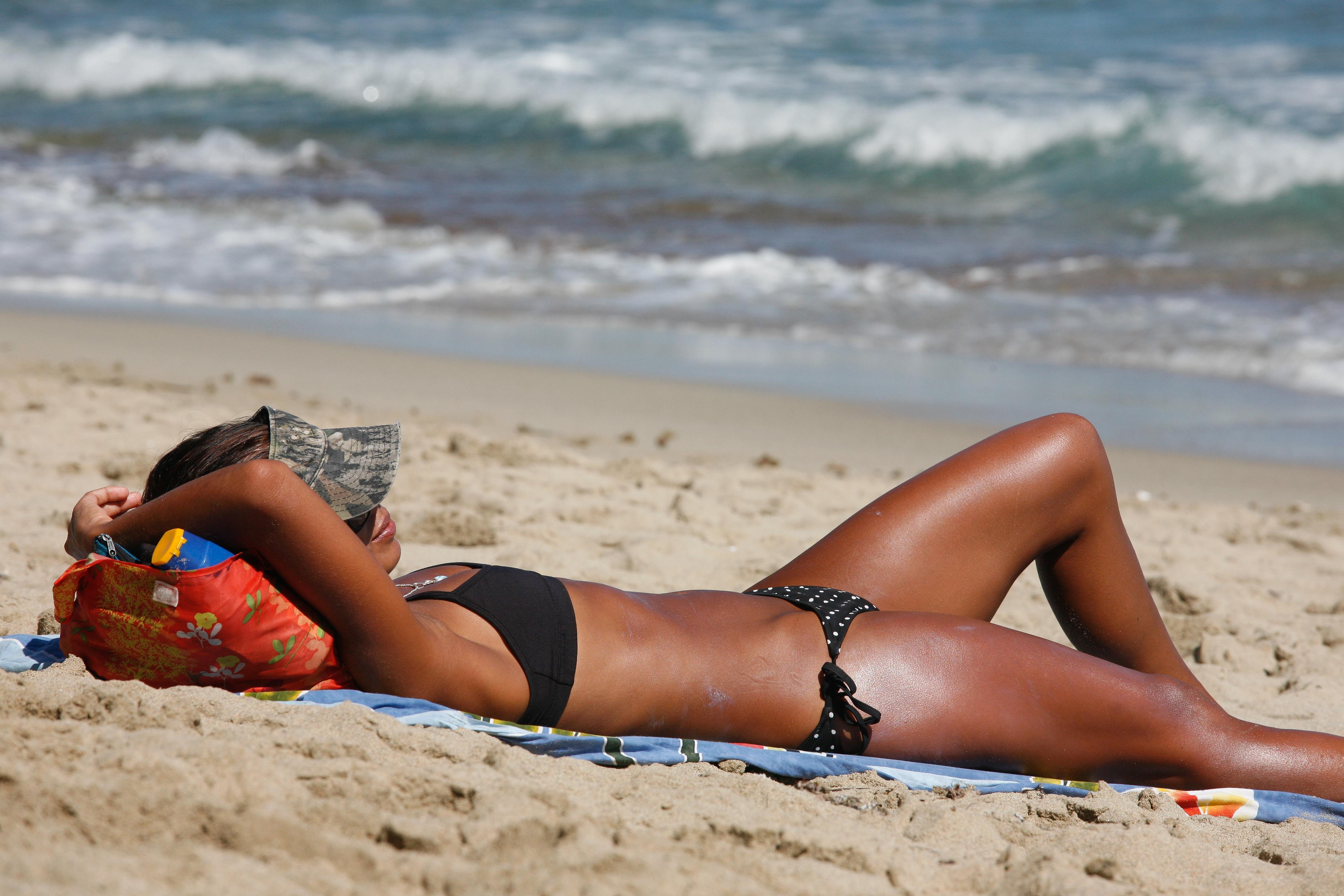 Загар на пляжах фото