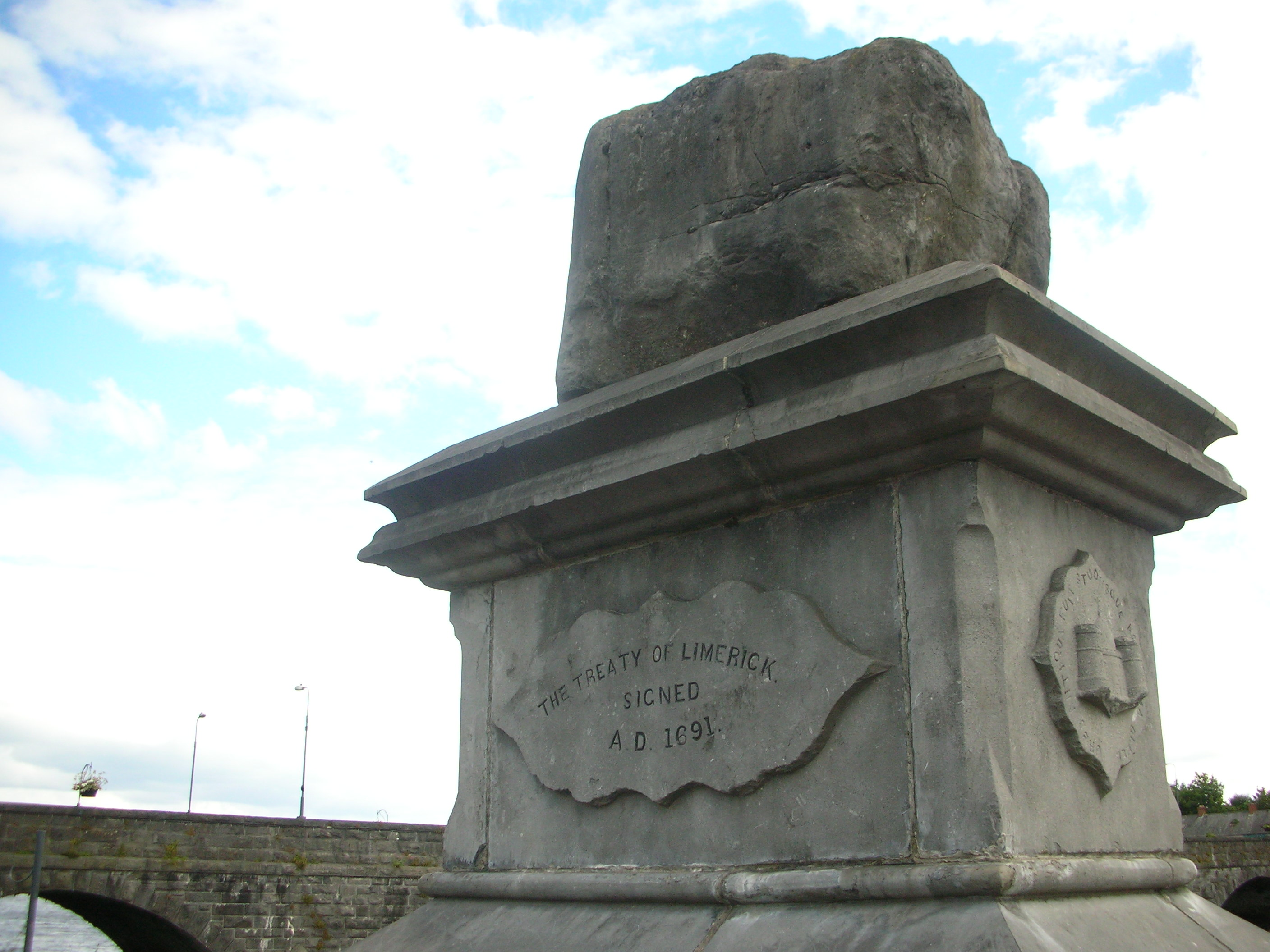 Treaty_stone_of_Limerick.jpg