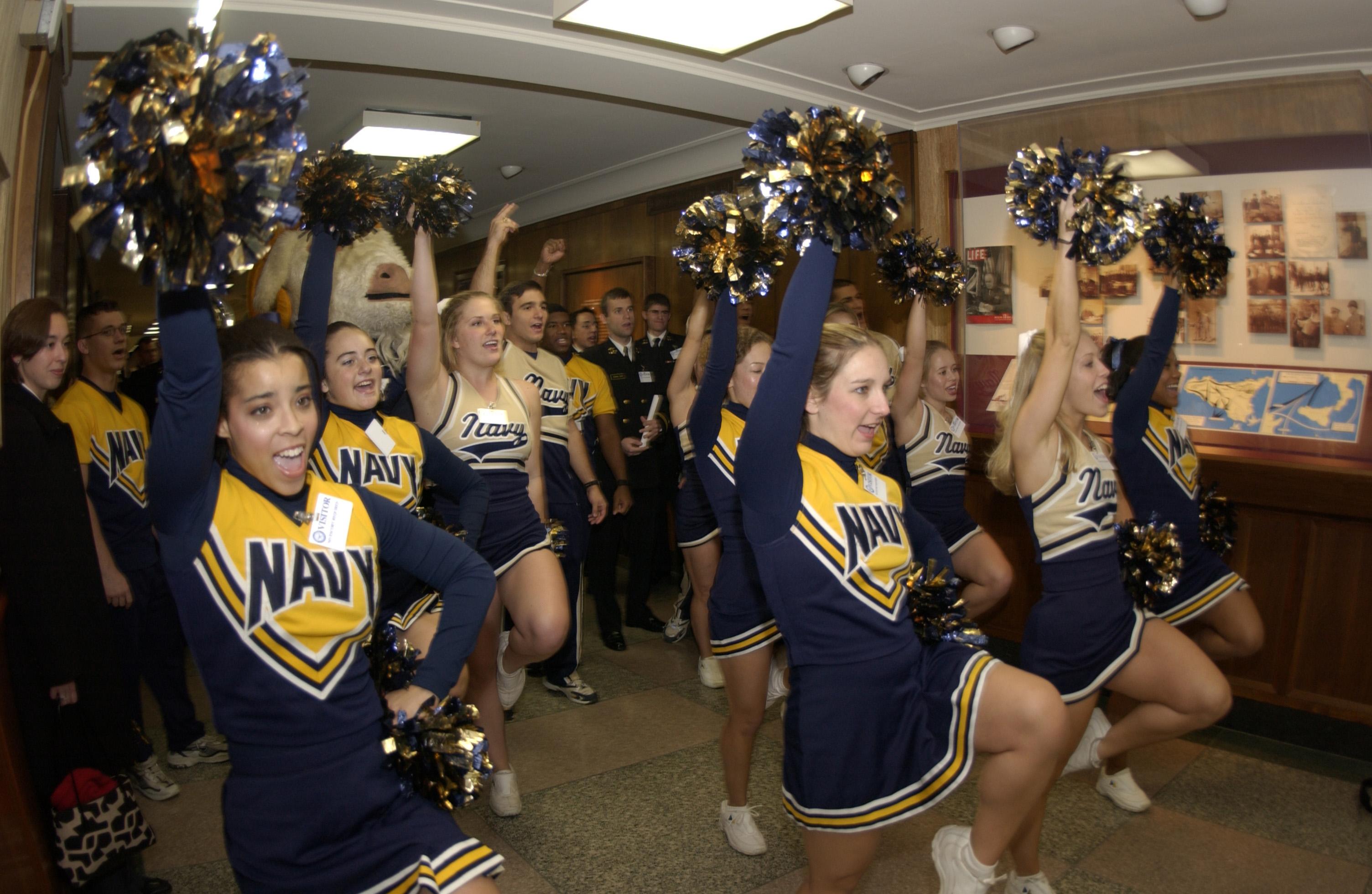 File:US Navy 031204-N-9693M-040 U.S. Naval Academy Midshipmen ...