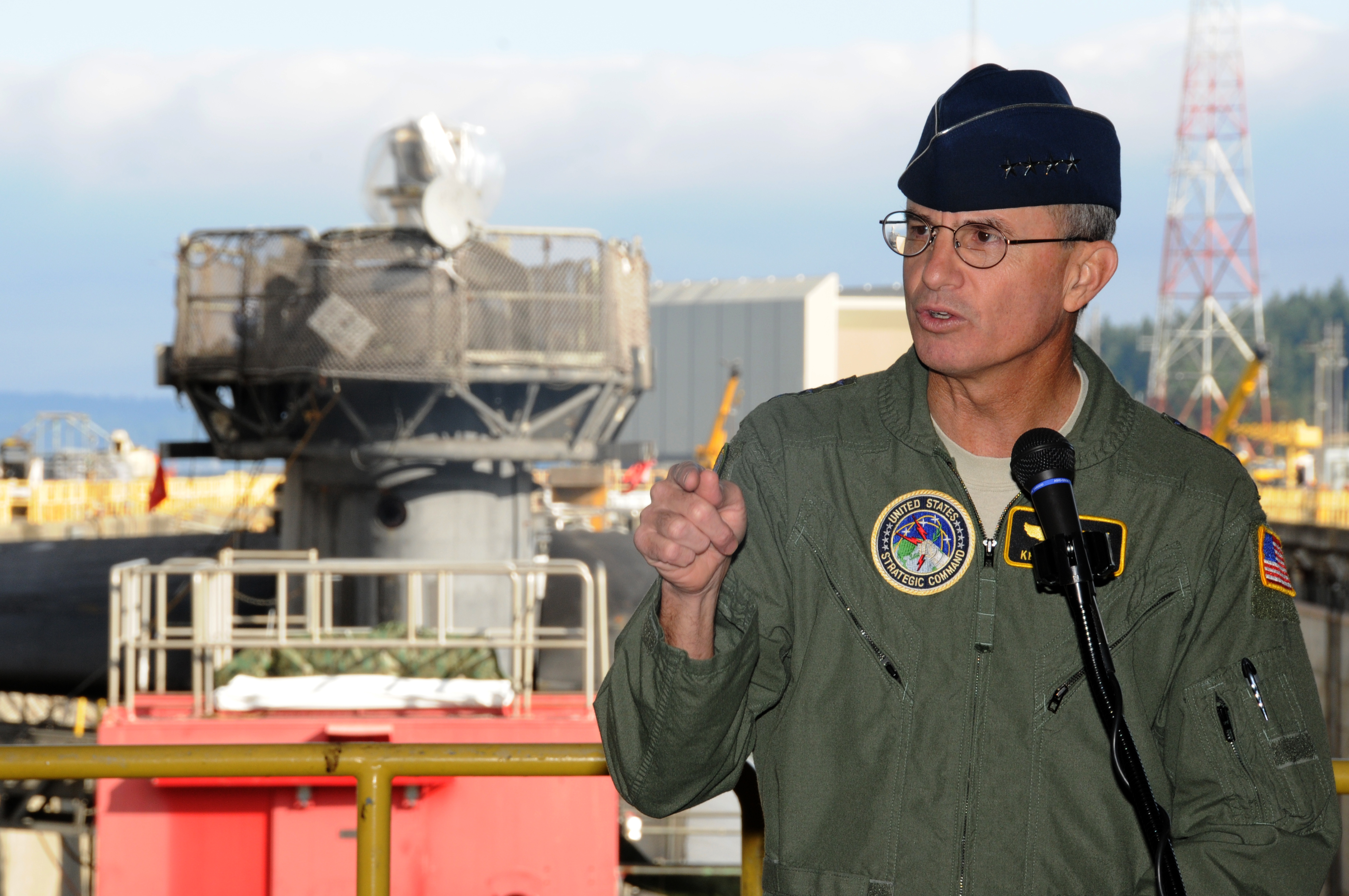 File:US Navy 100929-N-8119A-068 Gen  Kevin Chilton