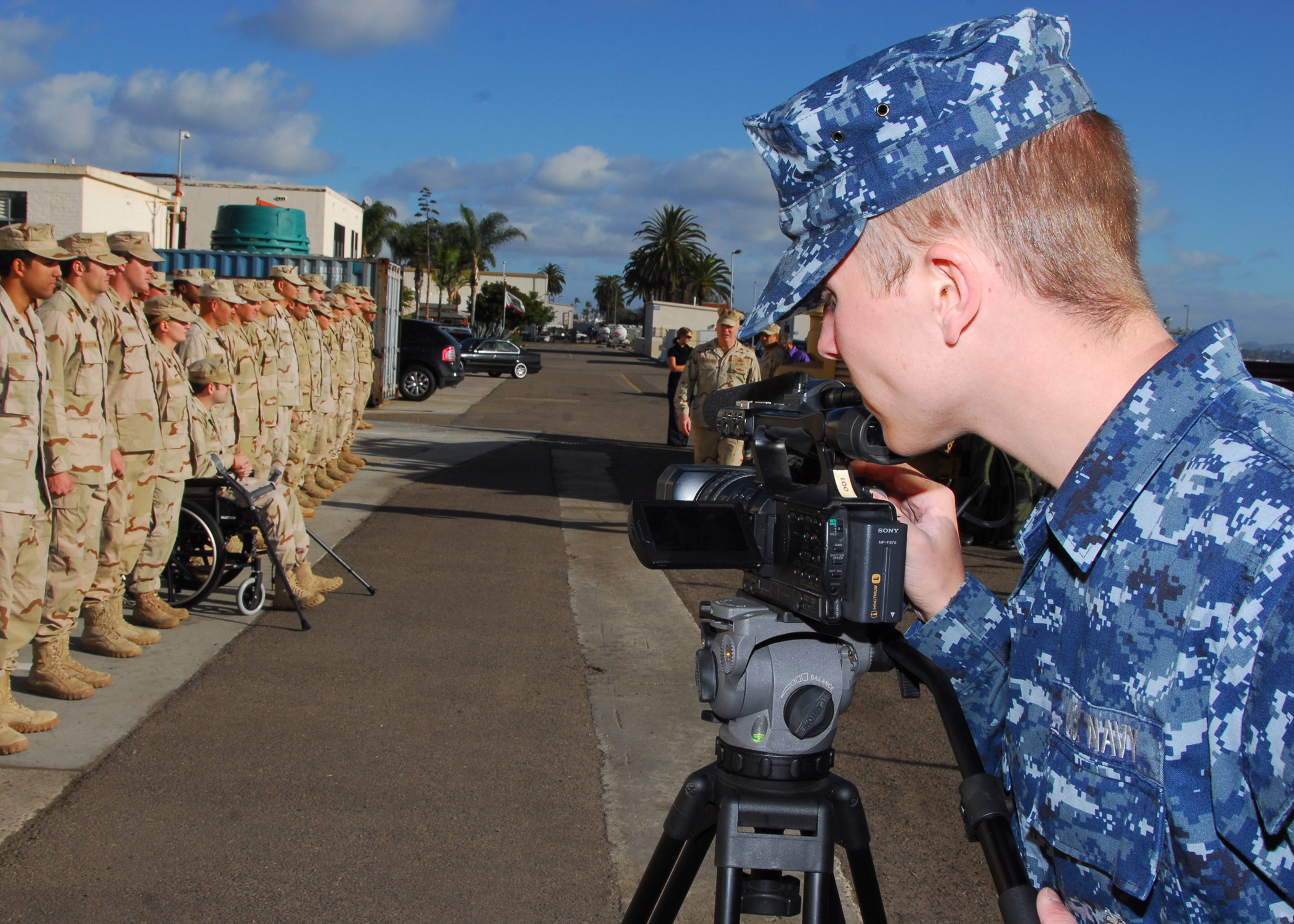 File:US Navy 101122-N-0046R-022 Mass Communication Specialist ...