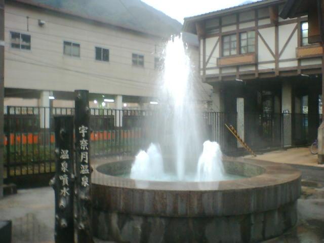 宇奈月駅前の温泉噴水