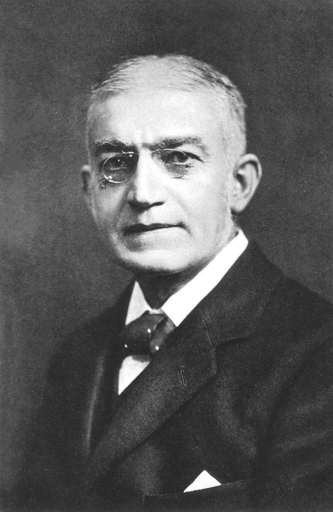 https://upload.wikimedia.org/wikipedia/commons/1/1f/William_Ewart_b1848.jpg