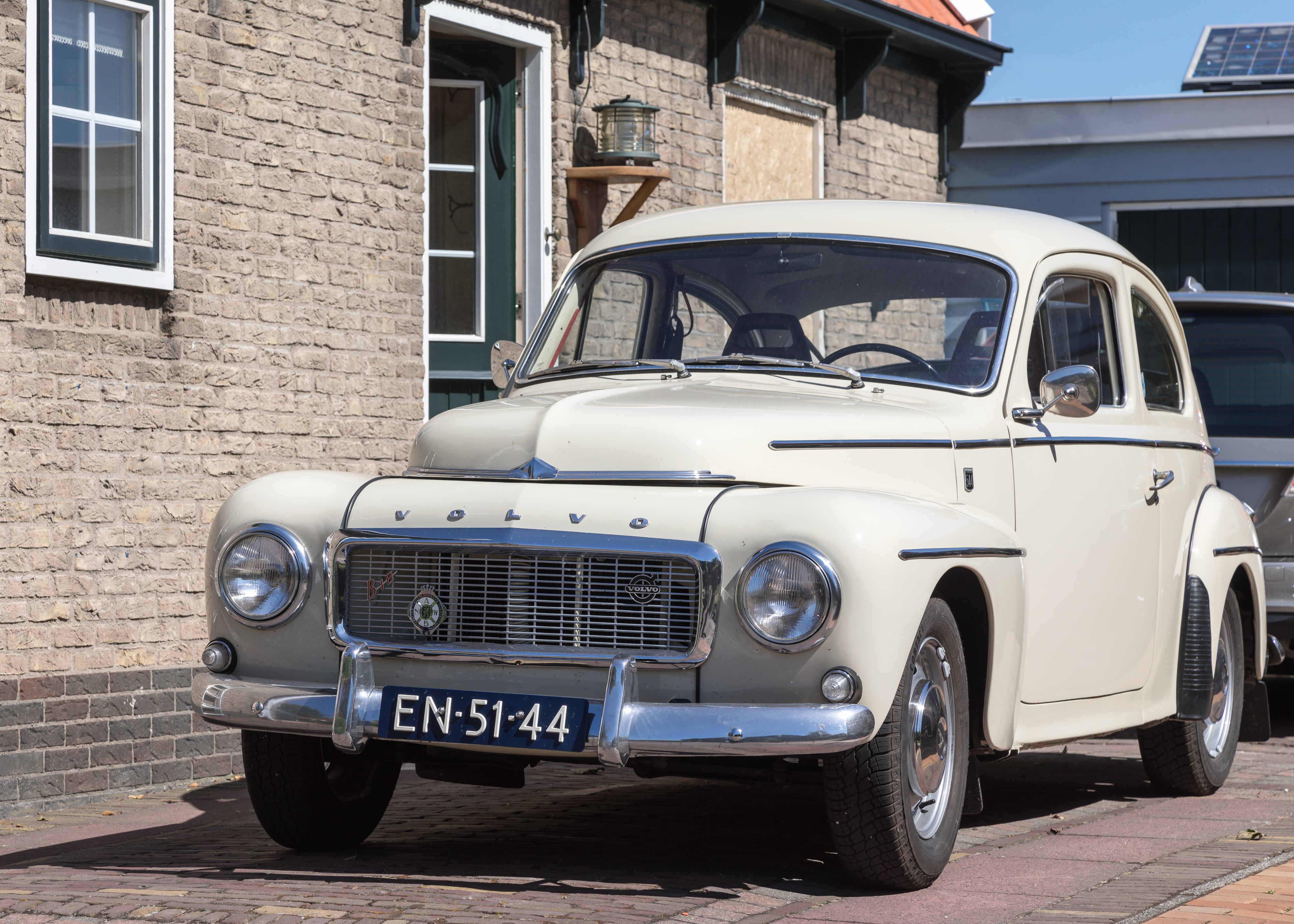 "File:""Buckel-"" Volvo PV 544 in Noord-Holland.jpg"