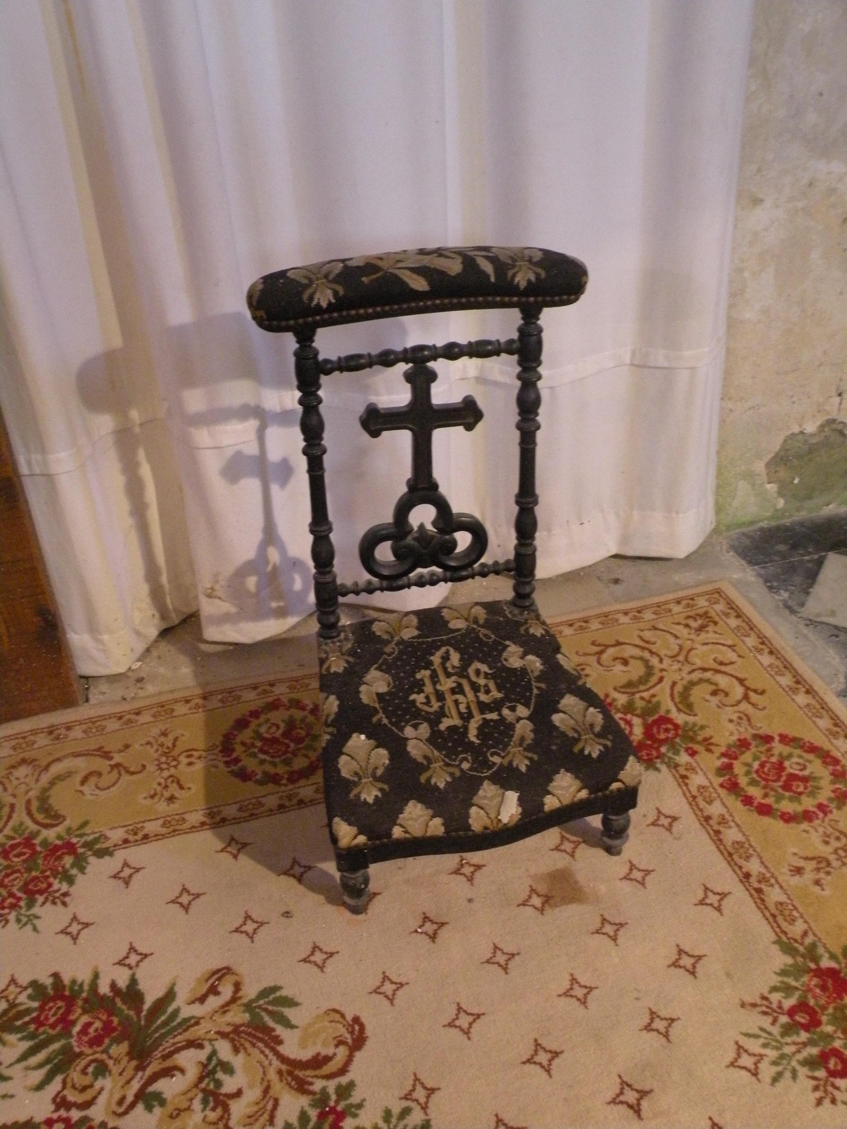 file glise saint martin d 39 amblainville chaise de priere 2 jpg wikimedia commons. Black Bedroom Furniture Sets. Home Design Ideas