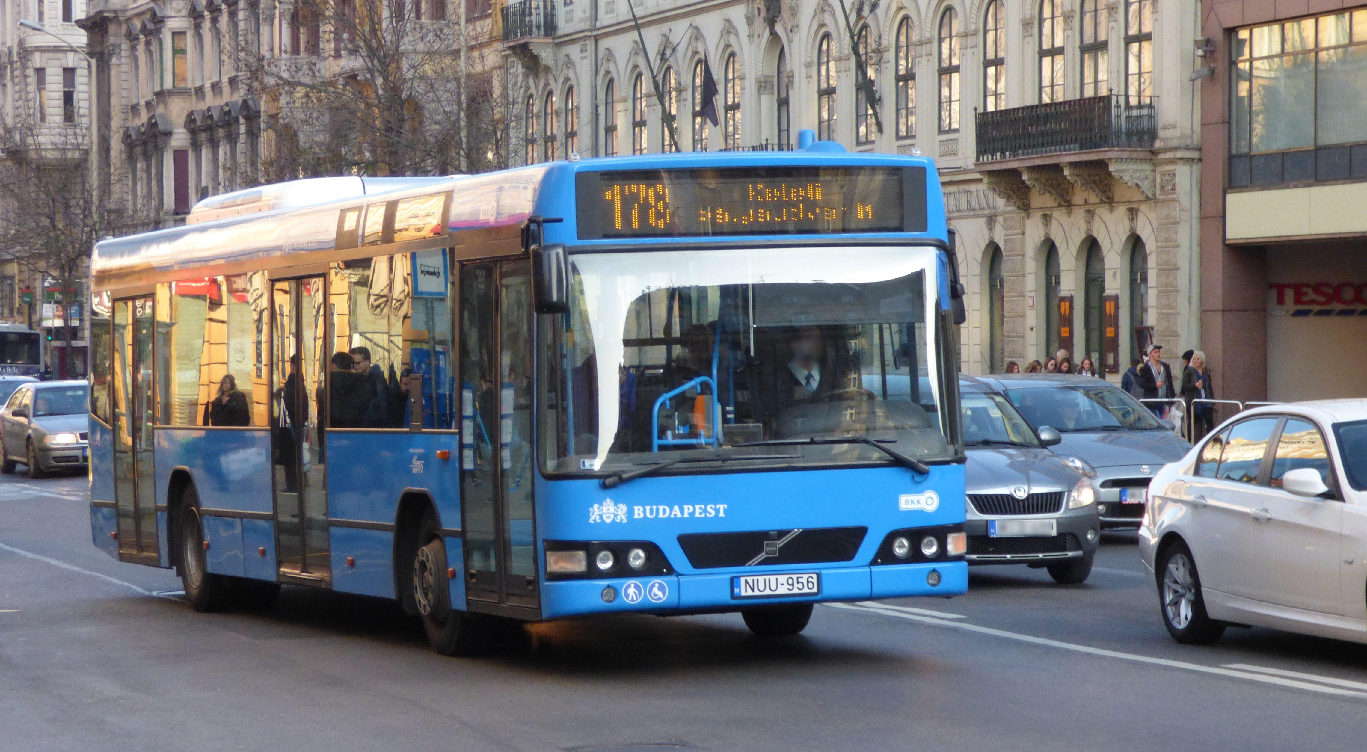 178-as busz az Astoriánál