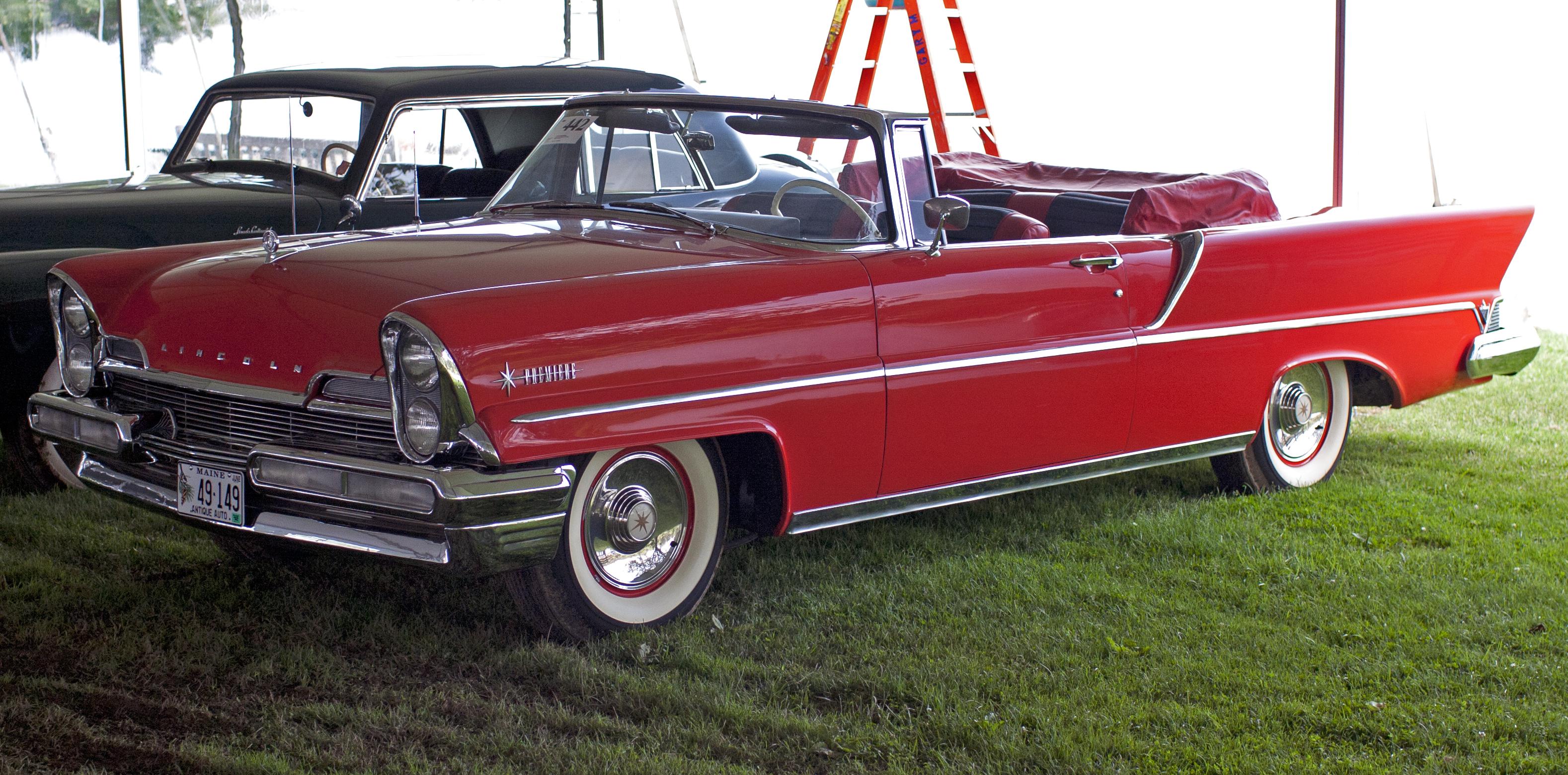 1957_Lincoln_Premiere_Convertible.jpg