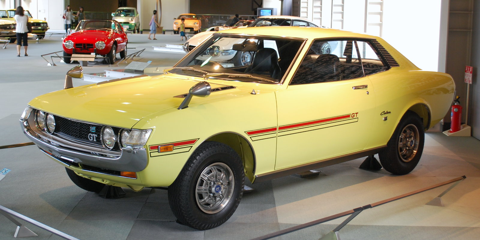 https://upload.wikimedia.org/wikipedia/commons/2/20/1970_Toyota_Celica_01.jpg