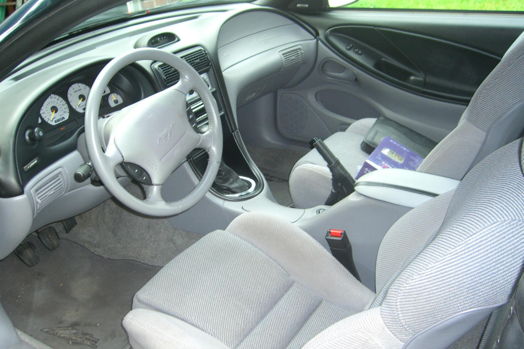Ford Mustang Fourth Generation Wikipedia >> File 1995 Mustang Gt Interior Grey Jpg Wikimedia Commons