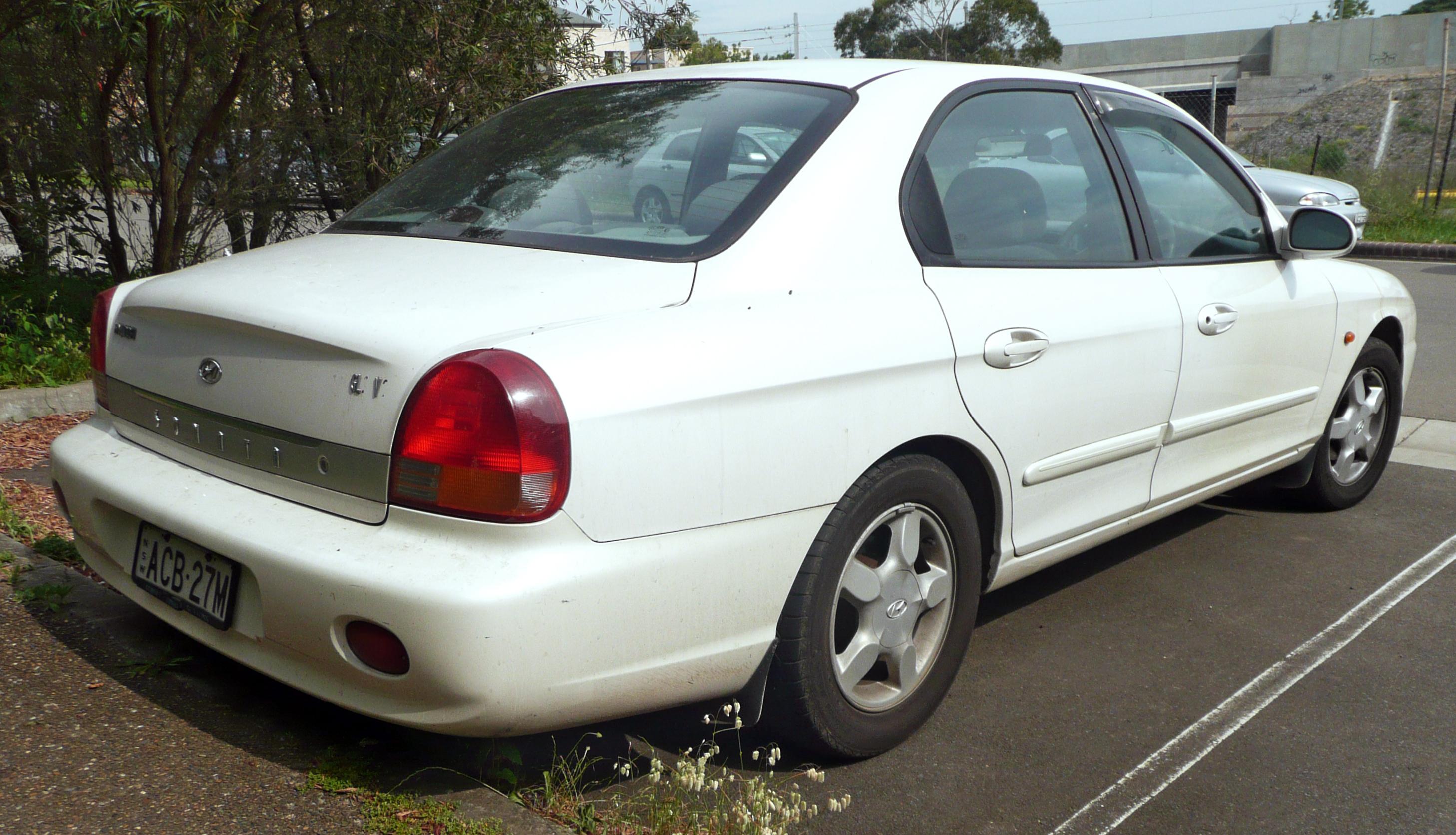 File:1998-2000 Hyundai Sonata (EF) GLS sedan 01.jpg ...