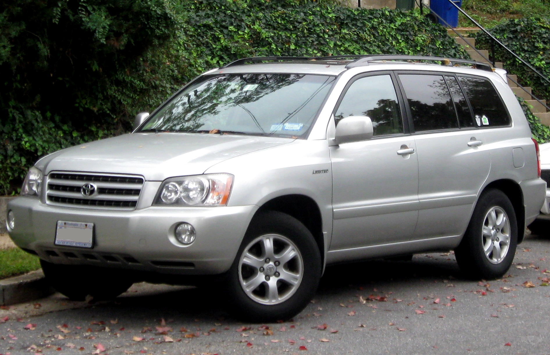 Toyota Highlanders 2016 >> File:2001-2003 Toyota Highlander Limited -- 10-12-2011.jpg - Wikimedia Commons