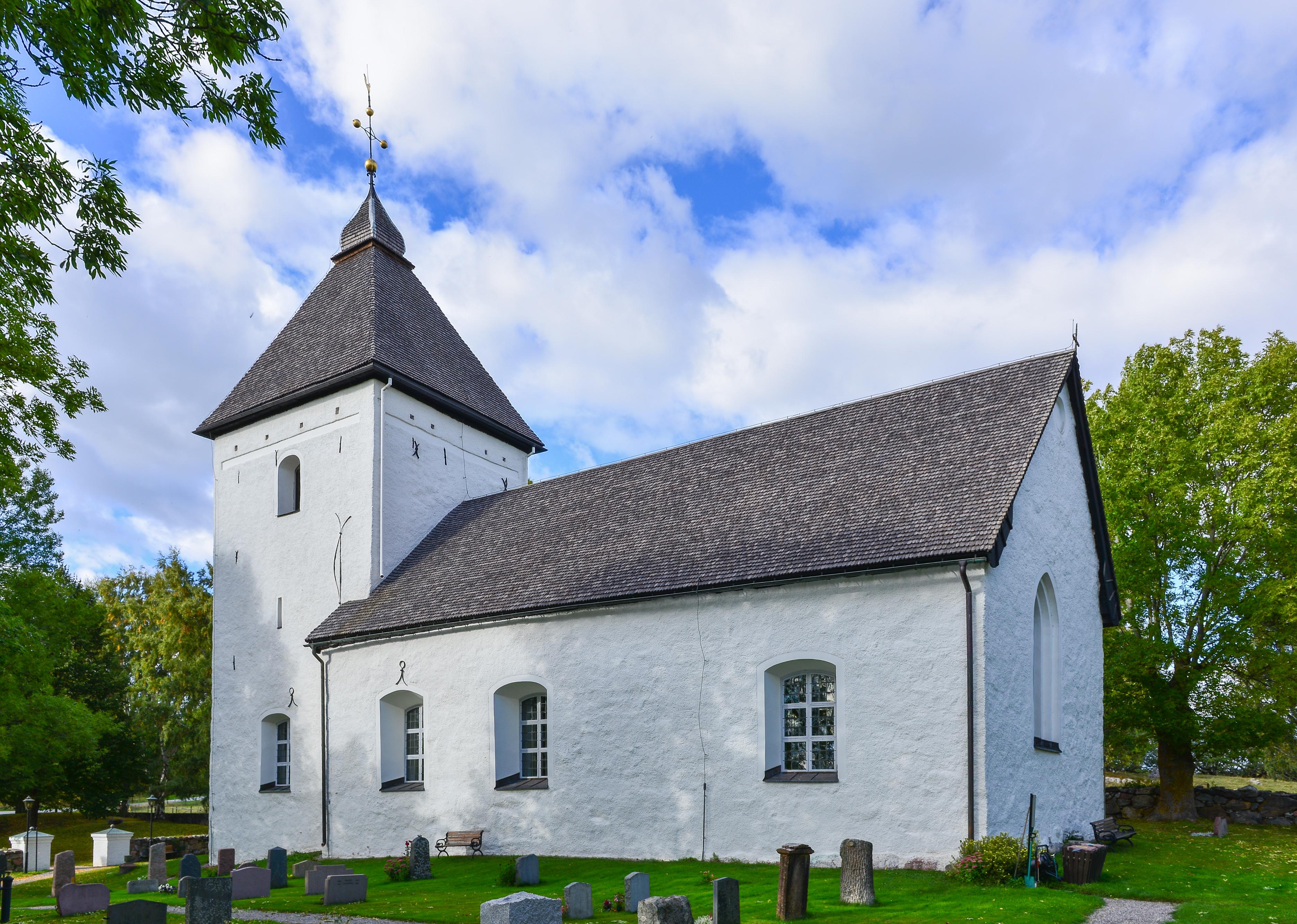 Bild av Adelsö kyrka