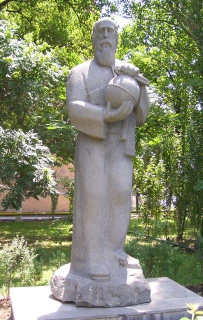 https://upload.wikimedia.org/wikipedia/commons/2/20/AnaniaShirakatsi.jpg