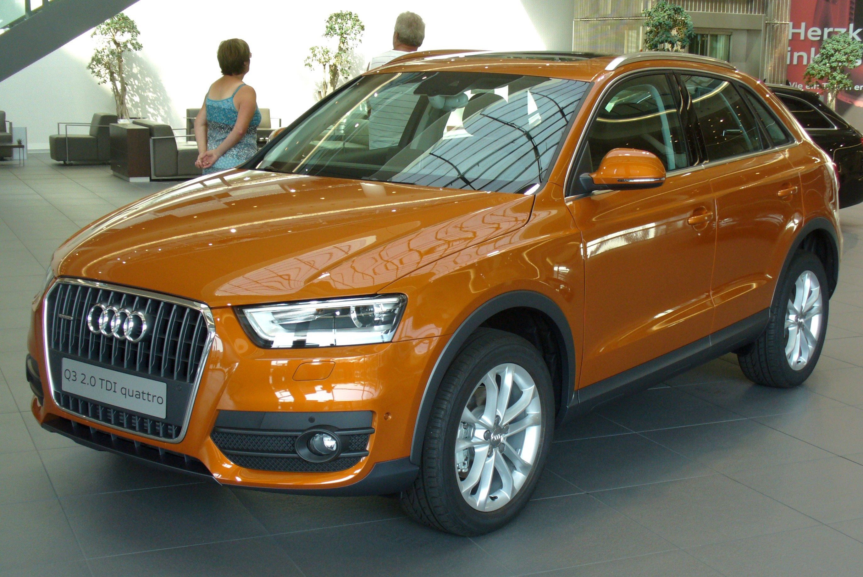 file audi q3 2 0 tdi quattro s tronic samoaorange jpg wikimedia commons. Black Bedroom Furniture Sets. Home Design Ideas