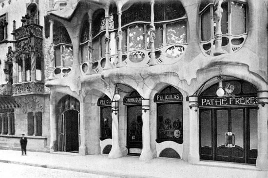 La boutique de photo des Frères Pathé au rez de chaussée de la Casa Batllo à Barcelone.