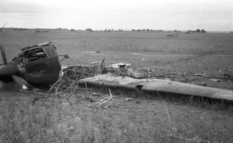 File:Bundesarchiv B 145 Bild-F016202-19A, Abgestürztes Flugzeug.jpg